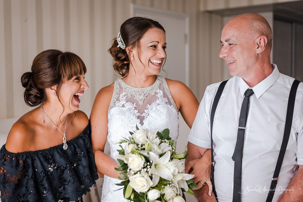 Image of the bride with her parents, Cyprus wedding photographer Alexandru Macelaru